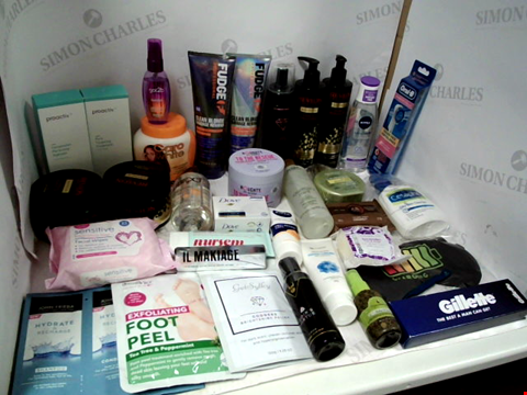 Lot 11029 LOT OF ASSORTED HEALTH & BEAUTY PRODUCTS TO INCLUDE: FUDGE CLEAN BLONDE SHAMPOO & CONDITIONER, ORAL-B ELECTRIC TOOTHBRUSH HEADS, GILLETTE RAZOR, ASSORTED BATHROOM & MAKEUP PRODUCTS