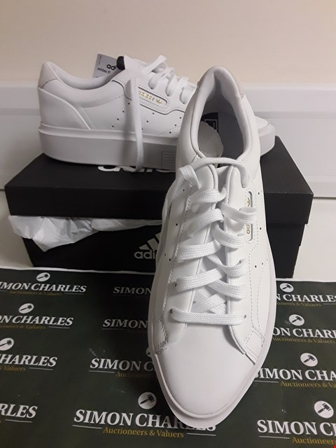 Lot 3099 DESIGNER BOXED PAIR OF ADIDAS STYLE WHITE TRAINERS SIZE UK 7.5