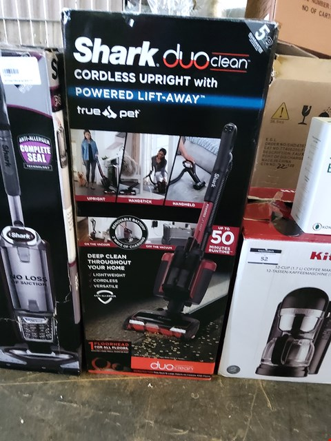 Lot 53 BOXED SHARK DUO CLEAN CORDLESS UPRIGHT WITH POWERED LIFT AWAY VACUUM CLEANER