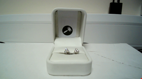 Lot 27 18CT WHITE GOLD TREFOIL EARRINGS SET WITH DIAMONDS RRP £1200.00