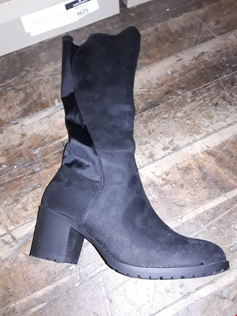 Lot 1291 CUSHION WALK SUEDETTE TALL STRETCH BOOTS SIZE 4