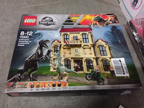 Lot 2150 LOT OF 2 GRADE 1 ITEMS TO INCLUDE LEGO JURASSIC WORLD SET, FLOOR STANDING EASEL RRP £177