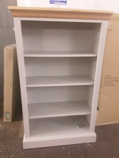 Lot 55 BRAND NEW BOXED SMALL BOOKCASE WITH TRUFFLE WHITE BODY AND SOLID OAK TOP RRP £369