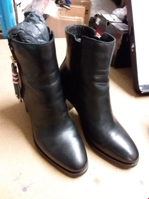 Lot 885 TOMMY HILFIGER CORPORATE TASSLE ANKLE BOOTS SIZE 36 - BLACK