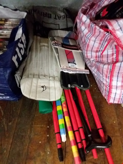 Lot 2156 LOT OF ASSORTED ITEMS TO INCLUDE CRICKET KNEE PADS, WALKING STICK, DOOR STRIP BLINDS ETC