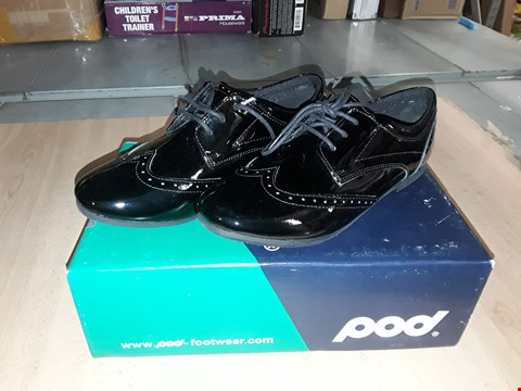 Lot 12535 BOXED POD FOOTWEAR TINA BLACK GLOSSY SHOES UK SIZE 4.5