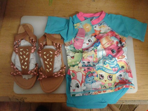 Lot 28 A BOX OF APPROXIMATELY 18 ASSORTED CLOTHING ITEMS TO INCLUDE A CHILDRENS SWIMMING TOP & SHORTS SUITABLE FOR 2-3 YEAR OLD & A PAIR OF LADIES SANDALS UK SIZE 5