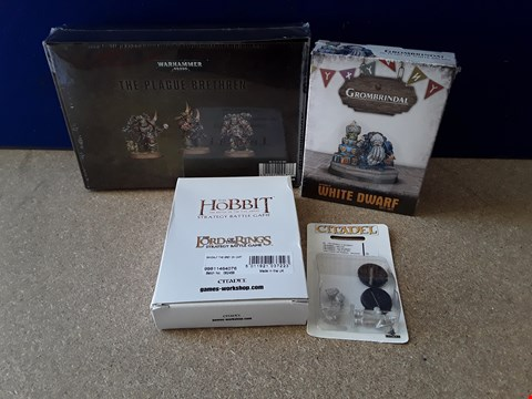 Lot 5075 FOUR ASSORTED MODEL SETS, KNCLUDIMG CELLOPHANE-WRAPPED WARHAMMER 40,000 PLAGUE BRETHEREN, WHITE DWARF AND HOBBIT CHARACTERS