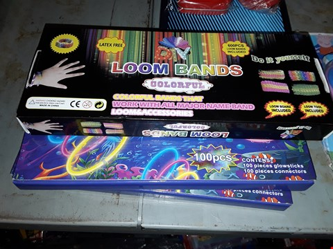 Lot 544 APPROXIMATELY THREE  ) LOOM BANDS  & GLOW STICKS