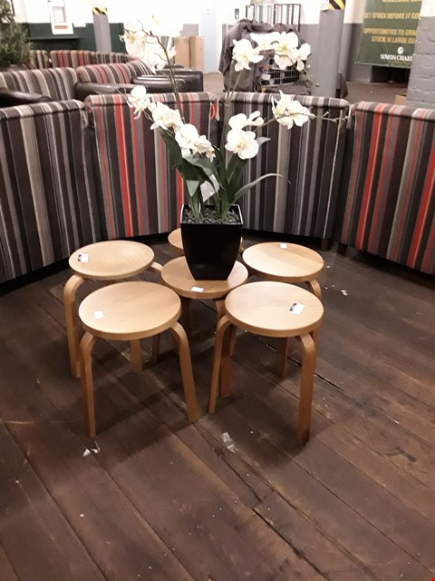 Lot 10122 2 DESIGNER OAK EFFECT TRI POD SIDE TABLES