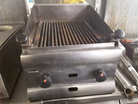 Lot 13550 COMMERCIAL STAINLESS STEEL LINCAT TABLE TOP GAS CHARGRILL