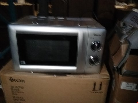 Lot 2439 BOXED SWAN SM22080R 20L MICROWAVE