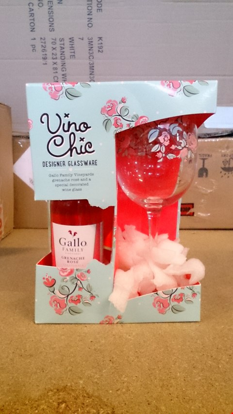 Lot 2350 A SET OF 3 ASSORTED ITEMS INCLUDING A 2 VINO CHIC ROSE WINE GIFT SET AND A PERSONALISED FORGET ME NOT VASE. RRP £50.00