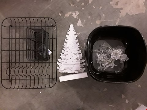 Lot 2231 LOT OF 4 ASSORTED ITEMS TO INCLUDE PREMIUM WASHING UP SET, BATTERY OPERATED REINDEER STRING LIGHT, LIT TREE SCENE ROOM DECORATION  RRP £87
