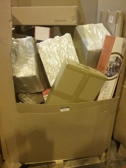Lot 6070 LARGE PALLET OF ASSORTED ITEMS INCLUDING, A4 PICTURE FRAMES, KITCHEN TIDYS, LARGE LED CIRCULAR CEILING LIGHT, PLAY KITCHENS, POLO BAG, WRAPPING PAPER, FRUIT BASKETS.