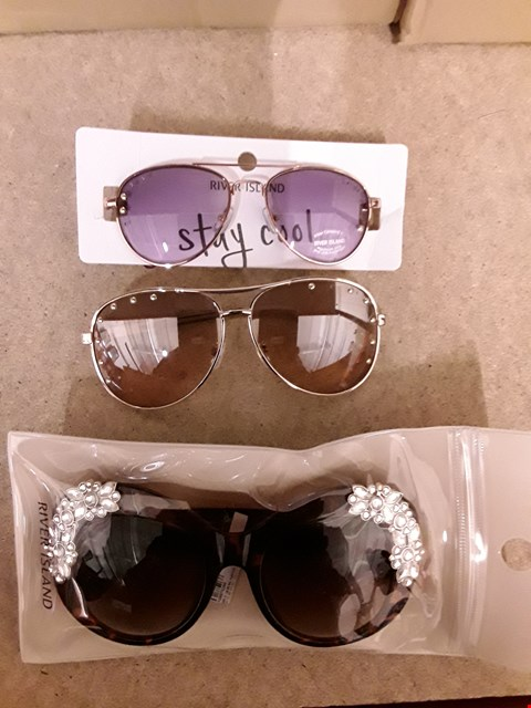 Lot 2264 LOT OF 3 ITEMS TO INCLUDE 2 WOMEMS STUDDED AVIATOR SUNGLASSES AND RIVER ISLAND EMBELLISHED CAT EYE GLASSES IN BROWN