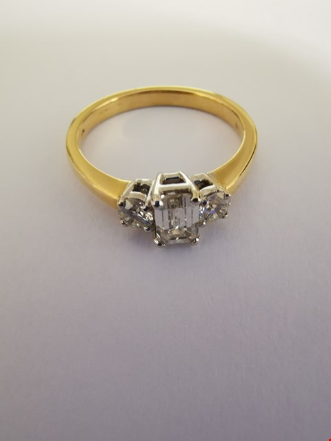 Lot 185 18CT GOLD RING SET WITH AN EMERALD CUT DIAMOND TO CENTRE AND DIAMOND STUDDED SHOULDERS.  TOTAL WEIGHT +/-0.80CT