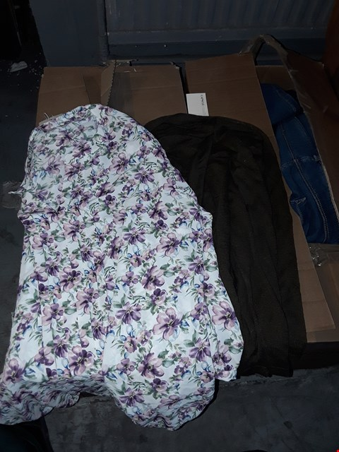Lot 332 BOX OF APPROXIMATELY 27 ASSORTED CLOTHING ITEMS TO INCLUDE DARK KHAKI LINEN MIX SHRUG AND IVORY PRINT PLEAT BLOUSE