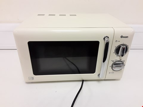 Lot 6075 SWAN MANUAL MICROWAVE OVEN SM22080C CREAM RRP £169.99