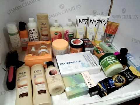 Lot 11054 LOT OF ASSORTED HEALTH & BEAUTY PRODUCTS TO INCLUDE: WILKINSON SWORD HYDRO 5 RAZOR, RADOX LIQUID HAND WASH, ASSORTED BATHROOM PRODUCTS