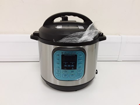 Lot 3659 INSTANT POT 7 IN 1 PRESSURE COOKER