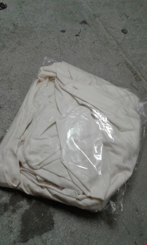 Lot 9087 HOTEL COLLECTION LUXURY 300 THREAD COUNT SOFT TOUCH SATEEN STRIPE FITTED SHEET RRP £45.00