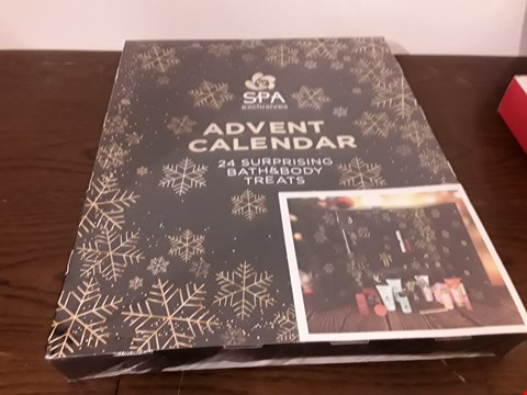 Lot 7031 BOX SPA EXCLUSIVES ADVENT CALENDAR CONTAINS 24 BATH & BODY TREATS