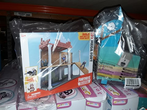 Lot 6073 FORTNITE FORTNITE BATTLE ROYALE COLLECTION MEGA FORT AND 2 EXCLUSIVE FIGURES TRICERA OPS AND BLUE SQUIRE + FORTNITE BIRTHDAY LLAMA  RRP £50.00