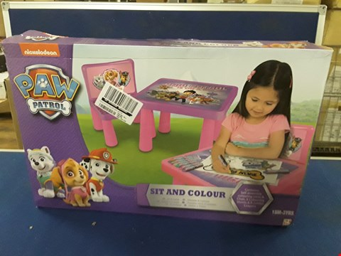 Lot 8735 PLAY-DOH ACTIVITY TABLE