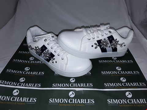 Lot 118 BOX OF APPROXIMATELY 10 PAIRS OF EMBELLISHED SIDE STRIPE TRAINERS