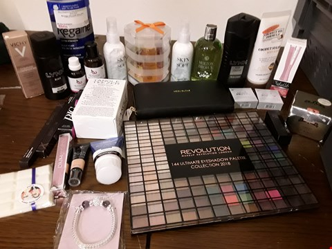 Lot 2132 BOX OF APPROXIMATELY 41 HEALTH AND BEAUTY ITEMS TO INCLUDE REVOLUTION 144 ULTIMATE EYESHADOW PALETTE AND MOLTON BROWN DEWY LILY OF THE VALLEY SHOWER GEL