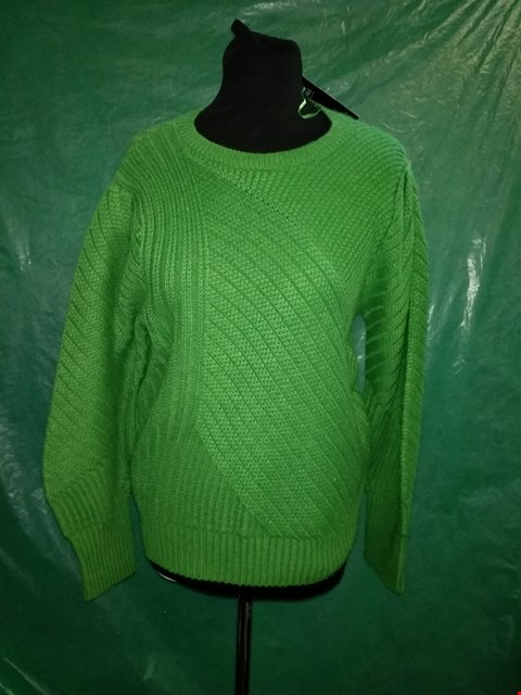Lot 4095 LIGHT EMERALD KNITTED ROUND NECK KNITTED JUMPER - SIZE 18 UK