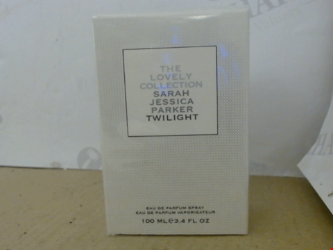 Lot 5613 SARAH JESSICA PARKER THE LOVELY COLLECTION TWILIGHT EDP SPRAY 100ML SEALED