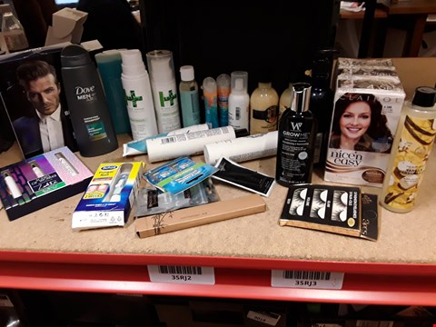 Lot 9058 TRAY OF APPROXIMATELY 27 ASSORTED BEAUTY ITEMS INCLUDING, CLSIROL NICE & EASY HAIR DYE, DAVID BECKHAM CLASSIC BLUE, DOVE MENS SHSMPOO, HAIR DOCTOR SCALP HEALTH, EYELASHES, (TRAY NOT INCLUDED)