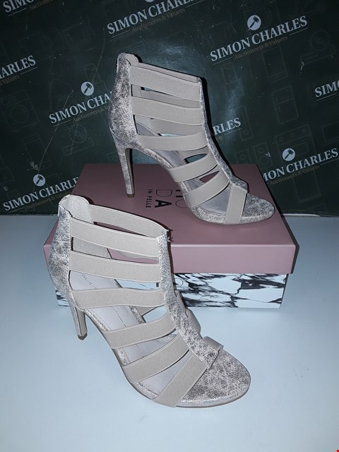 Lot 12185 BRAND NEW MODA IN PELLE SILVERA NUDE FABRIC ELASTIC UPPER HIGH HEEL SANDAL UK6