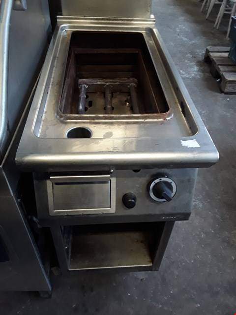 Lot 13540 COMMERCIAL STAINLESS STEEL GAS GRIDDLE