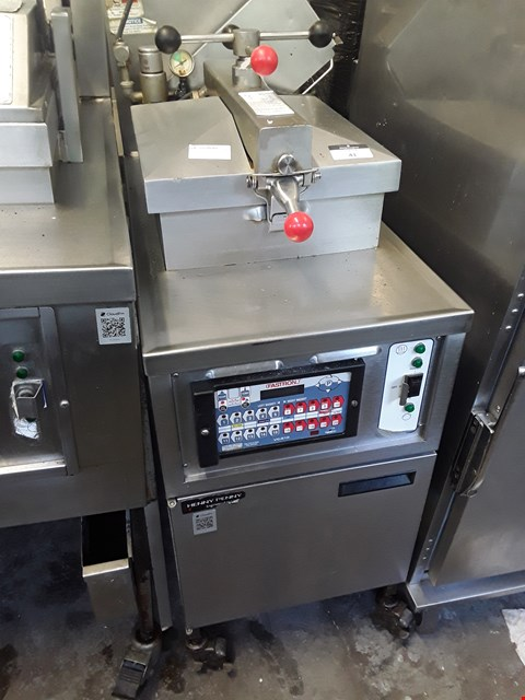 Lot 41 HENNY PENNY COMMERCIAL 4 HEAD ELECTRIC FRYER