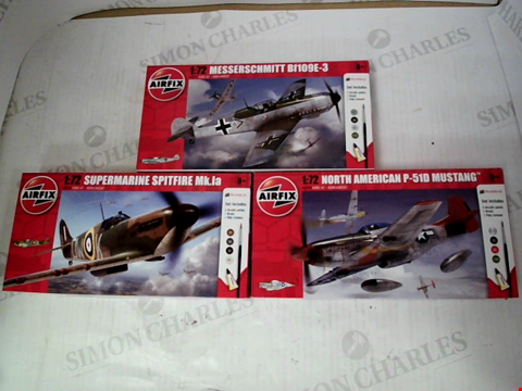 Lot 3077 LOT OF 3 AIRFIX 1:72 AEROPLANE MODEL KITS: MESSERSCHMITT, SPITFIRE & P-51D MUSTANG