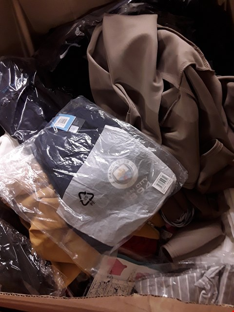 Lot 608 CAGE OF ASSORTED UNPROCESSED ADULT CLOTHING