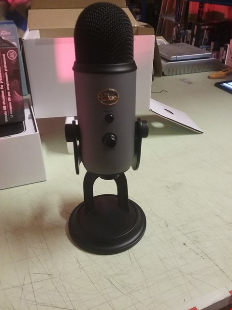 Lot 4170 YETI ULIMATE USB MICROPHONE FOR PROFESSIONAL RECORDING