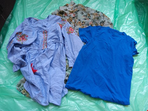 Lot 6106 APPROXIMATELY 20 ITEMS OF ASSORTED DESIGNER CLOTHING