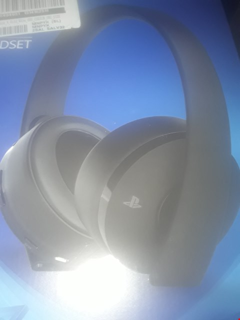 Lot 410 OFFICIAL PLAYSTATION 4 GOLD WIRELESS HEADPHONES RRP £90