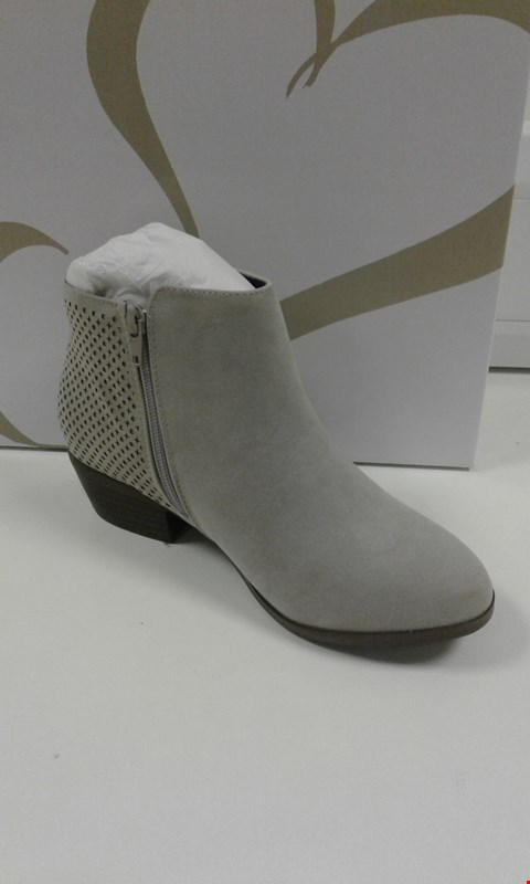 Lot 3011 BOXED ANDERSON 5 GREY MARL ANKLE BOOTS SIZE 5