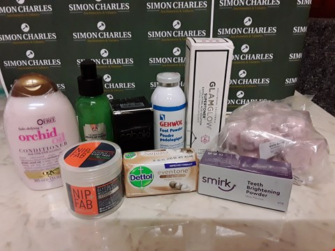 Lot 12072 dettolCRATE OF ASSORTED BEAUTY ITEMS TO INCLUDE SMIRK, NIP+FAB, BODY SHOP AND DETTOL STYLES