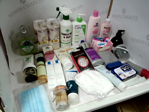 Lot 11010 LOT OF ASSORTED HEALTH & BEAUTY PRODUCTS TO INCLUDE: L'OREAL TEMPORARY HAIR COLOUR, CORNERSTONE TOOTHBRUSH HEADS, ASSORTED FACE MASKS, ASSORTED BATHROOM & MAKEUP PRODUCTS
