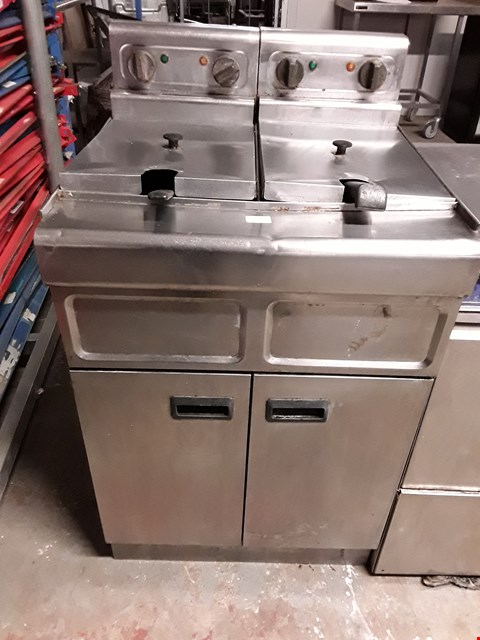 Lot 9056 COMMERCIAL STAINLESS STEEL LINCAT DOUBLE FRYER