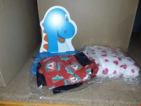 Lot 4024 BOX OF ASSORTED CHILDRENS ITEMS INCLUDING DINOSAUR CHAIR, FOOTBALL PYJAMAS, DRESSING GOWN