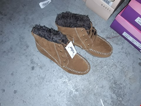 Lot 2242 5 BRAND NEW DR KELLER'S LADIES ANKLE BOOT TAN 4 RRP £100