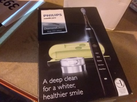 Lot 6687 PHILIPS SONICARE DIAMOND CLEAN ELECTRIC TOOTHBRUSH