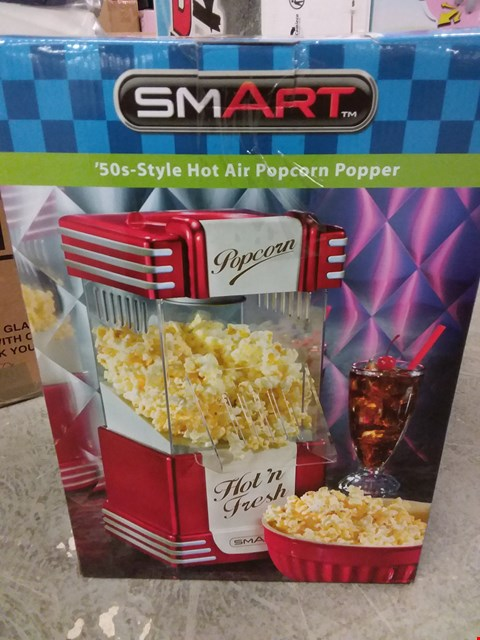 Lot 2138 LOT OF 2 GRADE 1 ITEMS TO INCLUDE PERSONALISED LANTERN, SMART POPCORN POPPER RRP £101